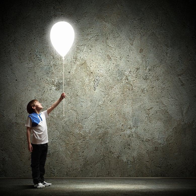 Crianças felizes é o que procuramos quando partilhamos a magia do inglês divertido Helen Doron