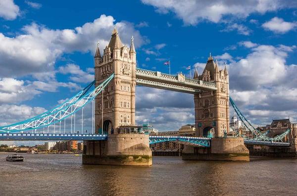 O rio tamisa e a sua mais famosa ponte, The Tower Bridge