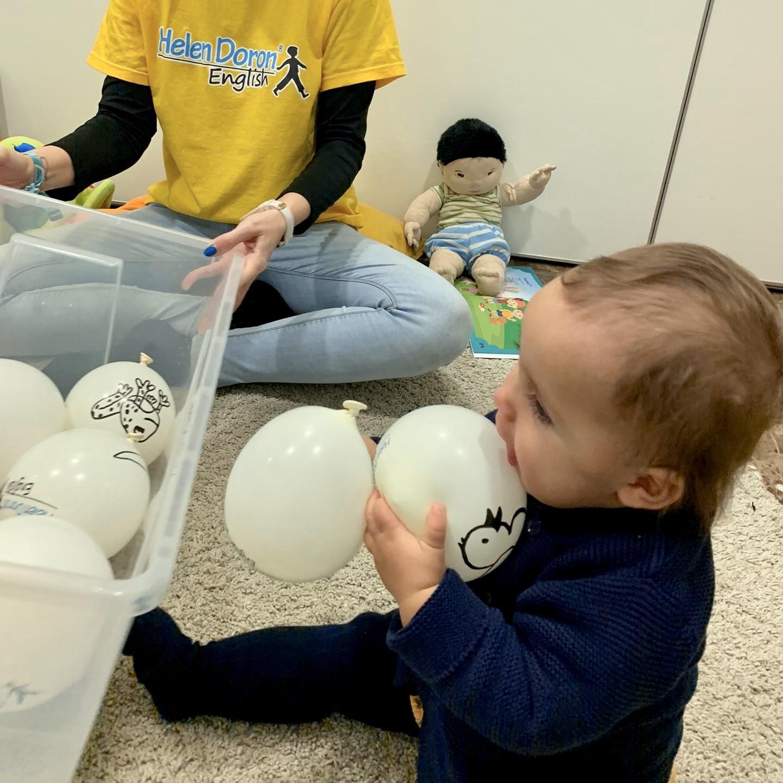 A Helen Doron é especialista em inglês precoce: acarinha bebés desde os 6 meses.